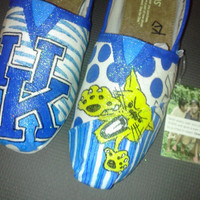 Price includes shoes. Kentucky Wildcats hand painted TOMS