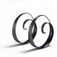 Textured anticlastic spiral hoop earrings - Large metallic black