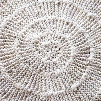 White & Cream Circular Rag Rug Upcycled T Shirt Cottage Chic French Country Nursery Bedroom Artisan 42 in diameter -US Shipping Included