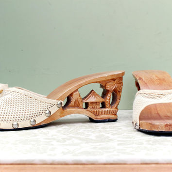 Vintage 1950s 50s Cream Souvenir Tiki Mules Carved Wooden Wedge Heel Shoes UK 5 US 8 EUR 38 rockabilly pinup