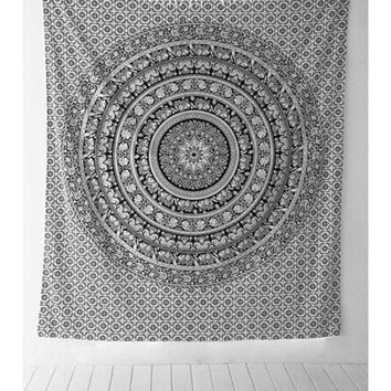 Table cloths Indian tapestry Black And White Elephant Bohemian Tapestry Wall Hanging Mandala Towel Bedspread Shawl GI879787