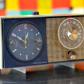 Bluetooth Speaker: 1950s GE Clock Radio Mp3 Player
