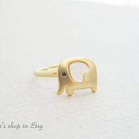 Cute elephant ring in gold animal ring by janesshopinetsy on Etsy