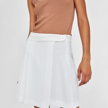 PLEATED MINI SKIRT DETAILS