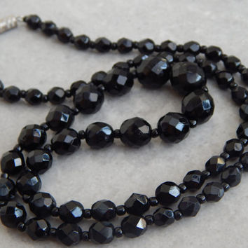 glossy black jet retro beaded necklace with barrel clasp