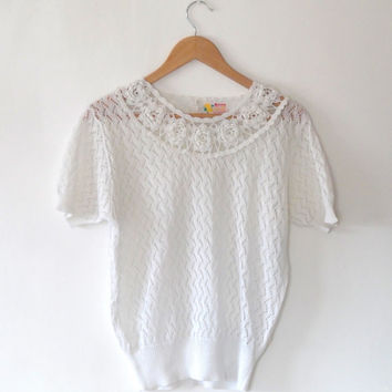 Pretty lace ivory white flower top / crochet / semi sheer / summer top / flower collar / short sleeve / vintage / 80s / button / scallop top
