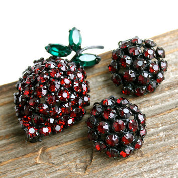 Vintage Warner Strawberry Brooch & Clip On Earring Set - 1960s Signed Red and Green Glass Stones / Fruit Costume Jewelry