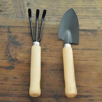 wooden handle iron shovel rake