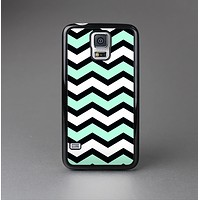 The Teal & Black Wide Chevron Pattern Skin-Sert Case for the Samsung Galaxy S5