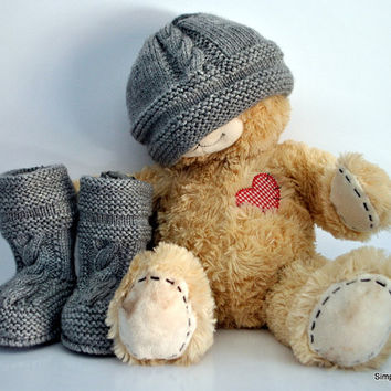 Baby knitted hat and bootie set
