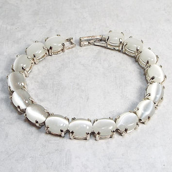 7 Inch Vintage Bracelet White Imitation Cats Eye Silver Plated Metal Link with Lock Over Snap Clasp Womens Retro