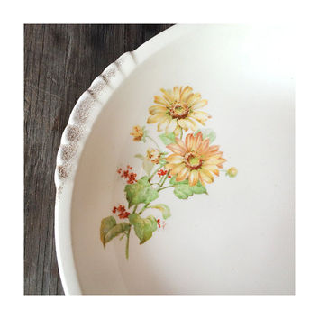 Springtime Serving Bowl -  Made in USA - 1930 - Daisies