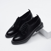 FLAT LEATHER SHOES WITH BLOCK HEEL