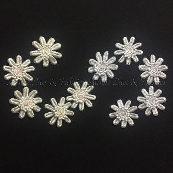 Layered Daisy Applique Motif with Iridescent Sequin and Bead Center, 2""