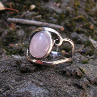 Sterling Silver Cabachon Ring With Natural Rose Quartz