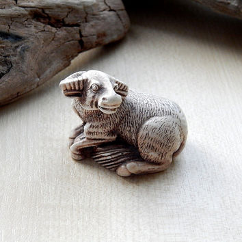 Bull netsuke, Bull figurine sculpture, netsuke figurine, miniature animal, japanese Bull, collectible figurine gift idea, animals Bull totem