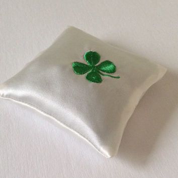 Silk Lavender Filled Sachet, Embroidered Four Leaf Clover, Removable Cover, Lime Green Color, Freshens Pillowcases or Dresser Drawers
