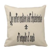 French ,,May our home be warm and our friends many Throw Pillow