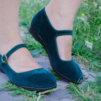 Green Velvet Mary Janes / Soviet Era Emerald Green Ankle Strap Shoes / Cute 1960's Vintage Velvet Mary Jane Sandals / Size EUR35 UK3 US5