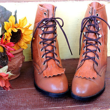 Justin ropers 7.5 B / womens lace up roper boots / brown leather ankle boots / kiltie fringe western Justin cowgirl boots USA