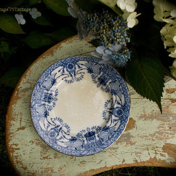 Antique English Flow Blue Plates - Burgess and Leigh Burslem - Raleigh Pattern - Porcelain Dessert Plates - Set of Four - Blue and White