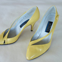 1980's yellow heels, strappy pumps, pointed toe 3 inch heels, leather heels, Palizzio Michael Gibrams shoes, size 6 B