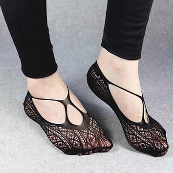 1 pair Sexy Women Cross  Lace No Show Peds Antiskid Invisible Liner Low Cut Socks cloyhing accessories