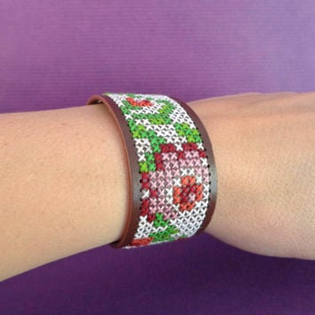 Cross stitch faux leather bracelet, embroidered cuff, brown with flowers. floral pattern, summer accesoiry.
