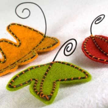 Felt Autumn Leaves Table Decor modern style by RawBoneStudio