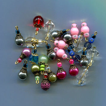 bead drops, charms, pendants, glass plastic 26 piece Multi-Color, jewelry findings stitch markers assorted sizes