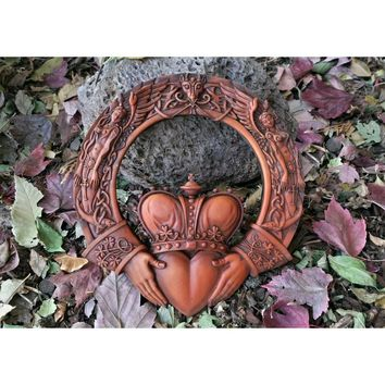 Celtic Claddagh Ring Wall Plaque Figurine Love Friendship Loyalty