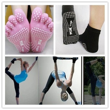 "2PCS Women Yoga Socks Non-slip Massage Rubber Fitness Warm Socks Gym Dance Sport Exercise ""Barefoot Feel"" One Size = 1933226692"