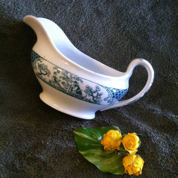 Adderleys Green and White Nankin Pattern Gravy Boat Antique 1913  English Porcelain Transferware With Asian Garden Scene Reg Number 645056