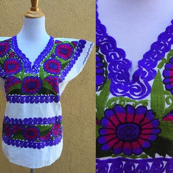 Mexican Peasant Blouse Floral hand Embroidered white linen Pink Purple boxy cut Shirt Medium multicolor Gorgeous