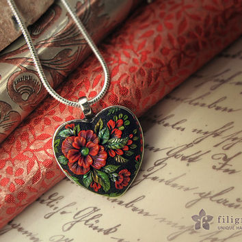 RED POPPY heart pendant, floral motif in silver tone metal bezel, 30x30 mm, polymer clay filigree applique technique