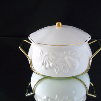 Embossed Fruits Teleflora Porcelain Bowl Lidded Serving Dish Elegant Serving Boat with Carrier