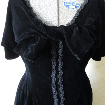 Black Velvet Dress film noir high fashion goth hollywood loungewear Mad Men dress Joan women medium vintage 60s costume gypsy Morticia 1800s