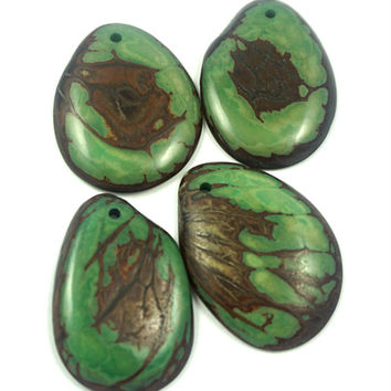 Pendant Tagua Slice  with seed hull marble pattern; green color; Qty: 4 pieces  tagua slices,  jewelry making,  handmade beads, eco beads