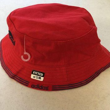 DCCKIHN BRAND NEW ADIDAS RED BUCKET HAT WITH BLUE TRIM SMALL/MEDIUM SHIPPING