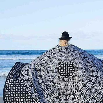 Streetstyle  Casual Beach Boho Monochrome Beach Blanket