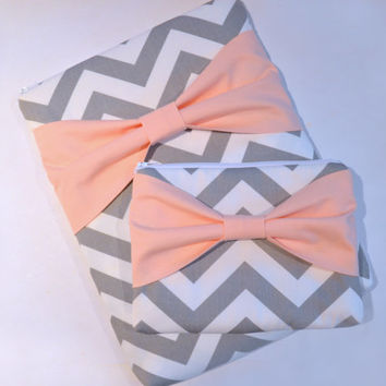 Macbook Pro / Macbook Air Case , Zippered Laptop Sleeve and Accessories Pouch - Grey and White Chevron with Peach Bow and Outer Pocket