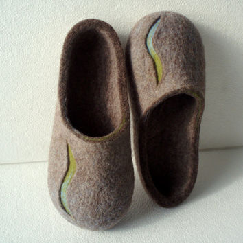 Felted slippers Men house shoes Men felt slippers Brown color Valentines day gift
