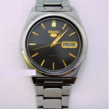 Seiko 5 Day/Date Automatic Mens Wristwatch 17 Jewels....36mm