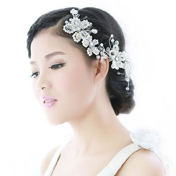 The bride handmade pearl diamond comb hair white wedding headdress Korean wedding accessories (Color: White) = 1930168644
