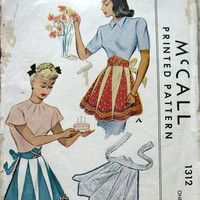 1940s Womens APRON Pattern With Contrasting Pleats and Shaped Midriff  McCalls 1312 One Size