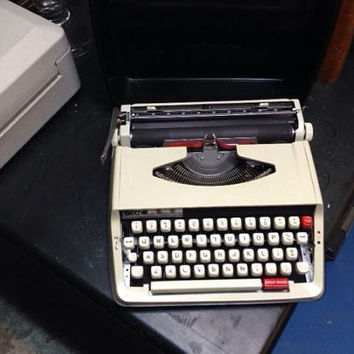 Brother Typewriter - Activator 850TR - with hard case