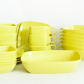 Vintage Arrowhead Brookpark Pattern Melmac Dish Set, Chartreuse Ever Ware Melamine Bowls Cups Saucers, Made in USA, 25 Piece