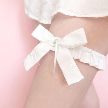 Romantic white cotton bridal garter OOAK by Jye, Hand-made in France