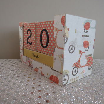 Perpetual Wooden Block Calendar - Romantic Vacation Scooters Mopeds