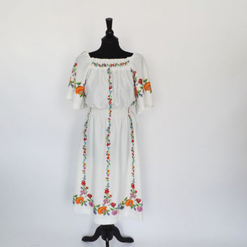 Vintage 1970s White Floral Folk Dress Boho Summer Sundress Folk Hippie Peasant Festival Baby Doll Dress Size Medium Mexican Peasant Dress